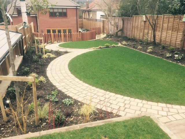 Circular terraced garden in Digswell, Hertfordshire ...