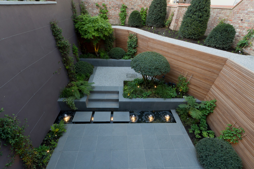This is an example of a contemporary landscaping in London.