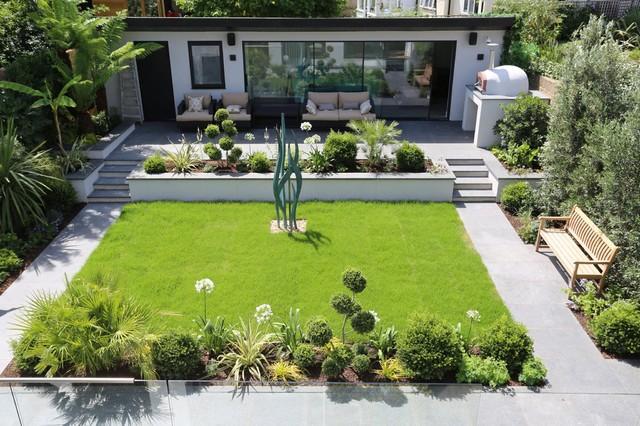 Contemporary garden landscaping in Richmond - Modern ...