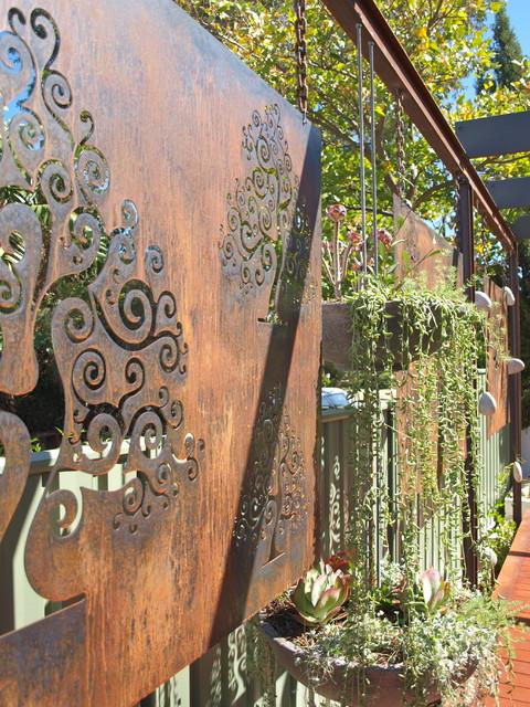 Corten steel garden screens contemporary landscape for Metal garden dividers