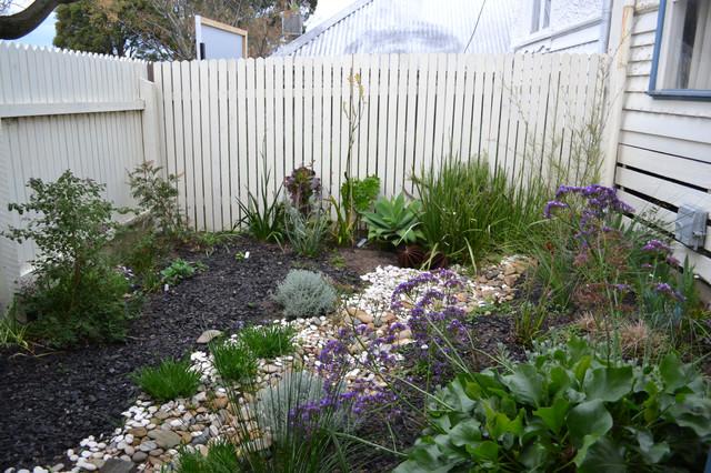 Dry spell garden design Modern Landscape Melbourne