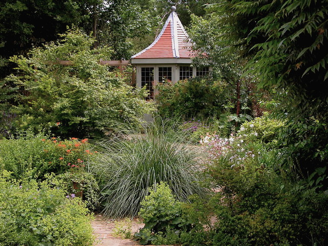Ealing Traditional Garden traditional-landscape