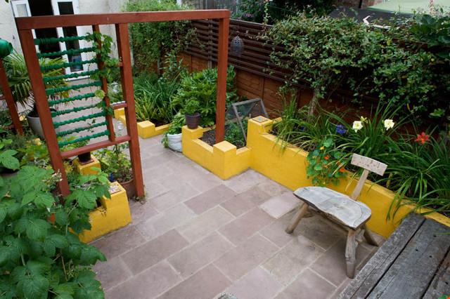 Frida kahlo mexican style garden traditional garden for Earth designs landscaping
