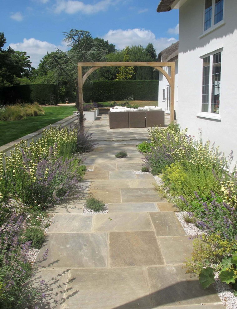 Hampshire Garden - Traditional - Landscape - London - by ...