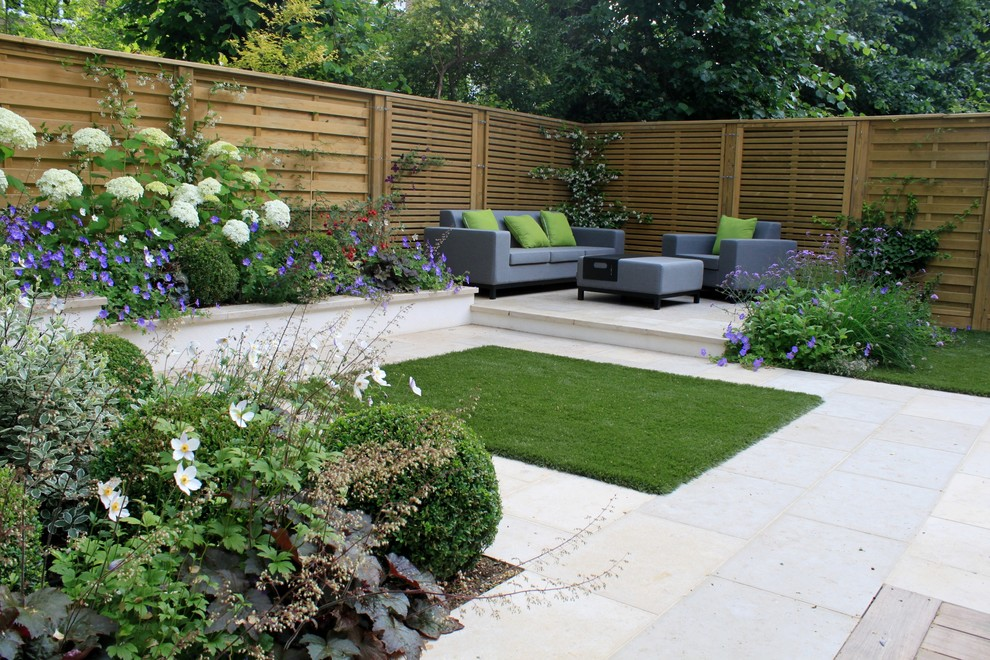 Design ideas for a contemporary landscaping in London.
