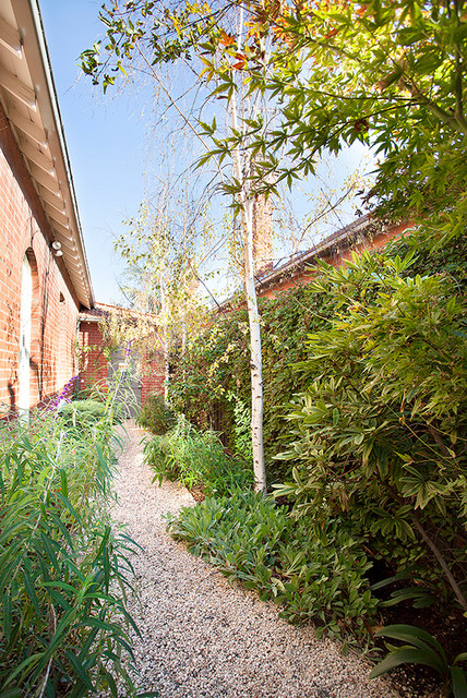 Hawthorn project 2 traditional garden melbourne by for Barker landscape architects