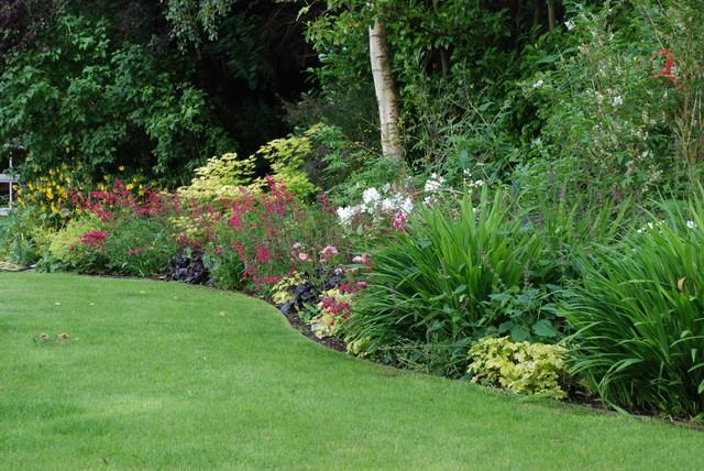 large informal family garden farmhouse landscape