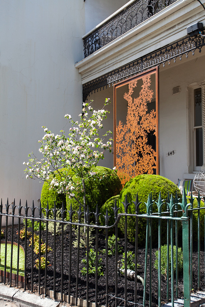 Inspiration for a victorian front yard landscaping in Melbourne.