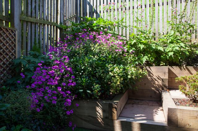 Modern split level garden modern garden edinburgh for Split level garden designs