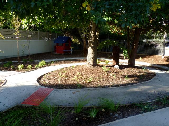 Natural outdoor playspace landscape hobart by karen for Garden design hobart