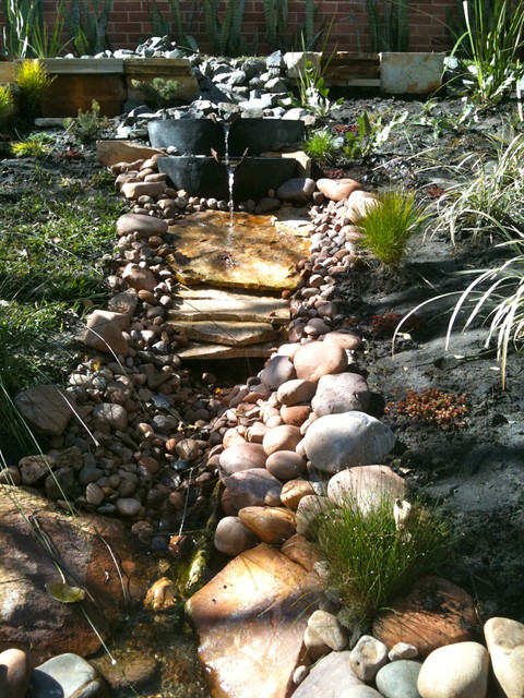 Natural stream water feature eclectic garden perth for Landscape architecture courses perth