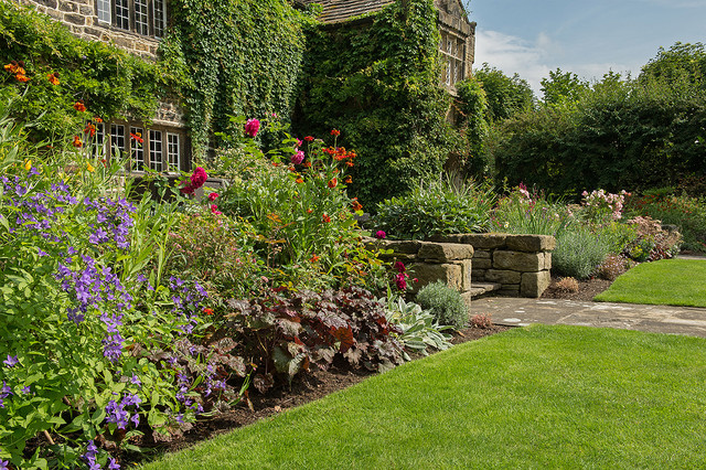 Planting design english country garden ilkley west yorkshire traditional landscape for Garden design yorkshire