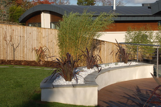 Raised Rendered Planter With Sandstone Coping And Large White Decorative  Pebbles Contemporary Garden