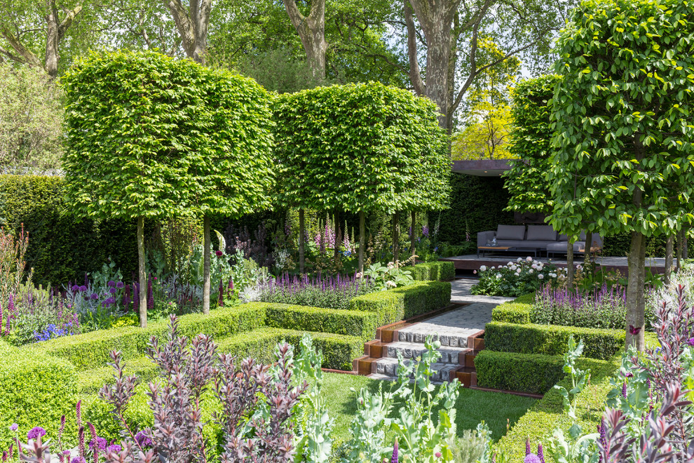 This is an example of a large contemporary formal garden in London.
