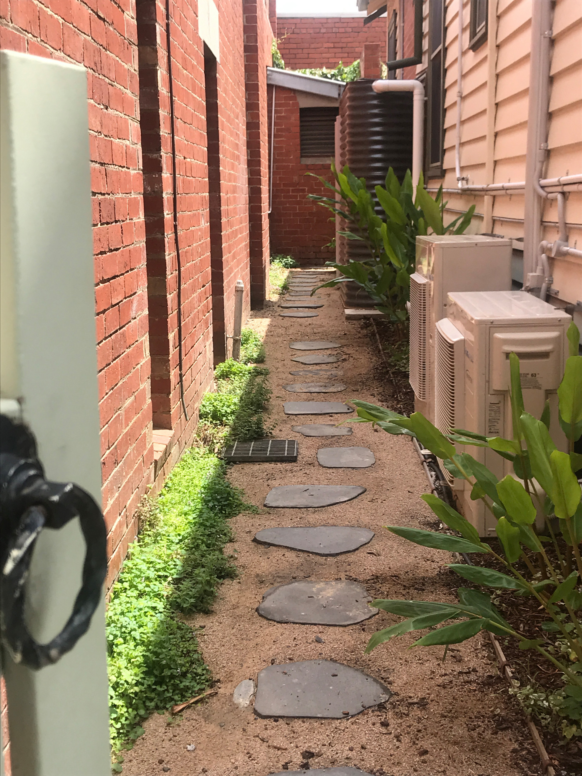 Scarborough Side Alley in Clifton Hill