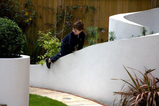 Scrolling Rendered Garden Wall Contemporary