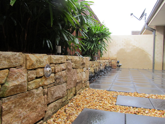 small courtyard oasis contemporary-landscape