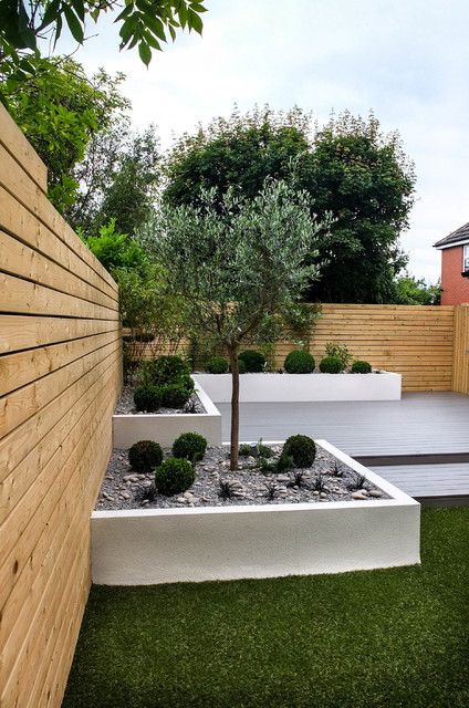 Small, low maintenance garden - Contemporary - Garden ...