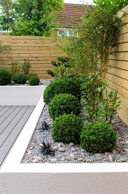 Small, low maintenance garden - Contemporary - Garden ...