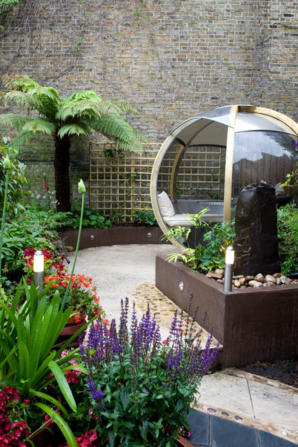 Spiral courtyard garden east london modern garden for Garden design east london