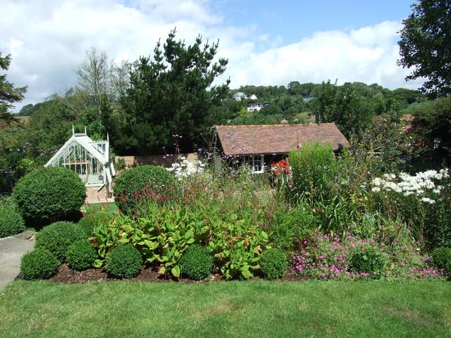 Sussex thatched cottage garden country garden sussex for Landscape design sussex