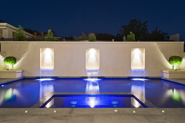 Photo of a traditional rectangular swimming pool in Melbourne.