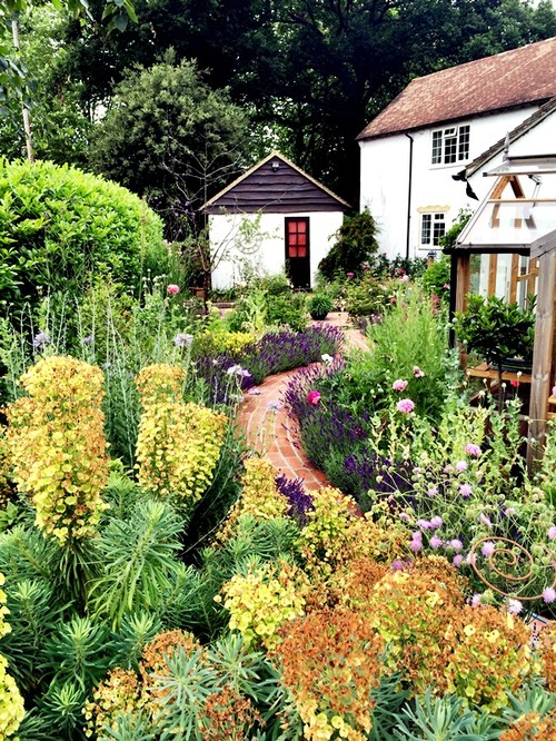 Houzz live chat get your garden ready for summer may for Garden design questions