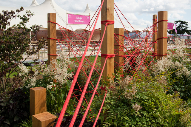 The red thread rhs hampton court palace flower show for Barker landscape architects