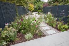 Backyard of the Week: Zigzag Paths and Modern Prairie-Style Beds