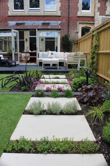 Townhouse garden - Contemporary - Garden - Hampshire - by ...