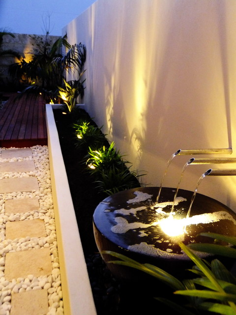 Tropical, modern small spaces tropical-landscape