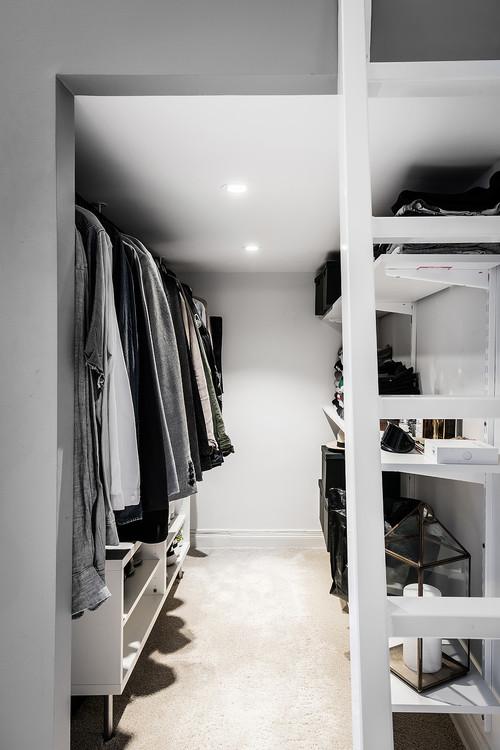 Klädkammare under sovloftet