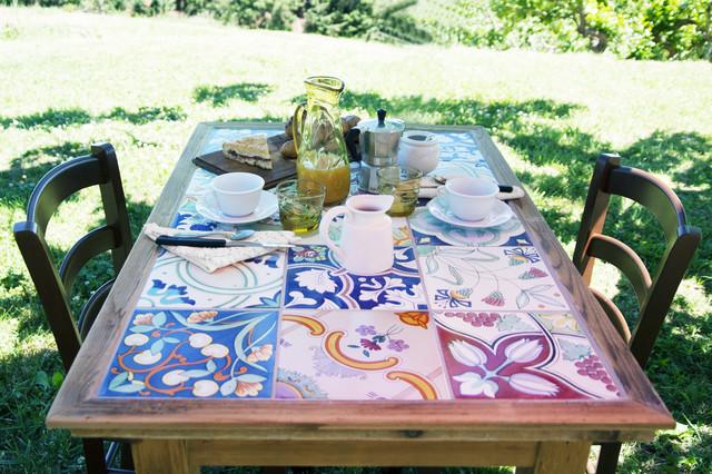 Tavoli Da Giardino Decorati.Recuperare Un Tavolo Con Piano In Piastrelle