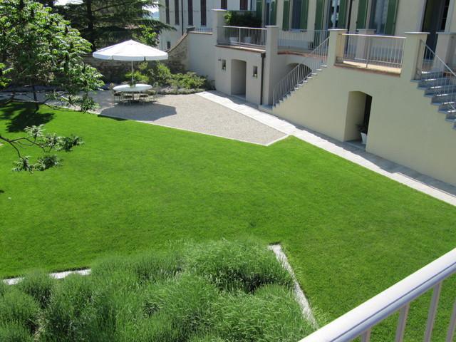 Formale contemporaneo moderno giardino milano di for Foto giardini moderni