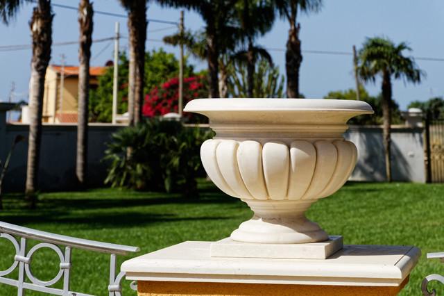 Garden vase in marble vaso da giardino in marmo classico giardino catania palermo di - Vaso da giardino ...