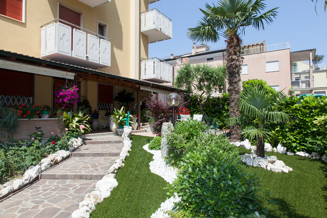 Giardini moderno giardino venezia di roberto pavan for Foto giardini moderni