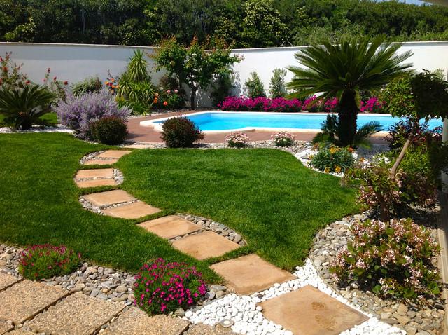 Giardino con piscina for Piscine da giardino