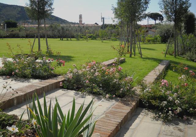 giardino privato con orto e frutteto