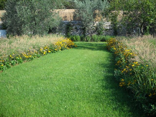 Giardino privato con orto e frutteto - Giardino di campagna ...