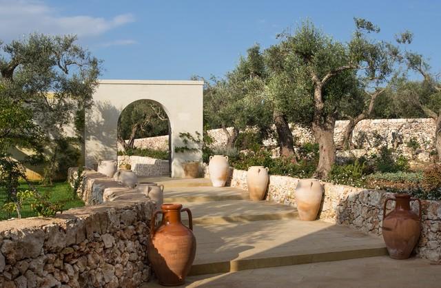 Esempio di un giardino mediterraneo esposto a mezz'ombra