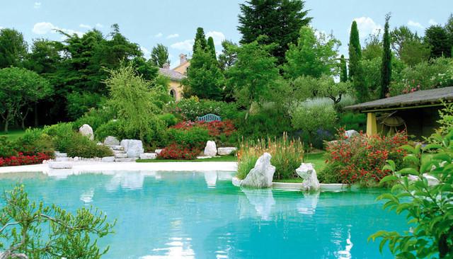 Piscina con rocce artificiali mediterraneo giardino - Rocce per giardino ...