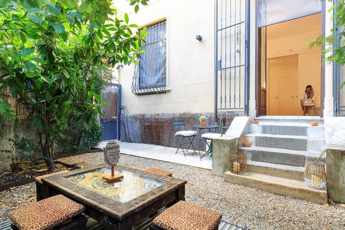 Una casa wellness con giardino zen