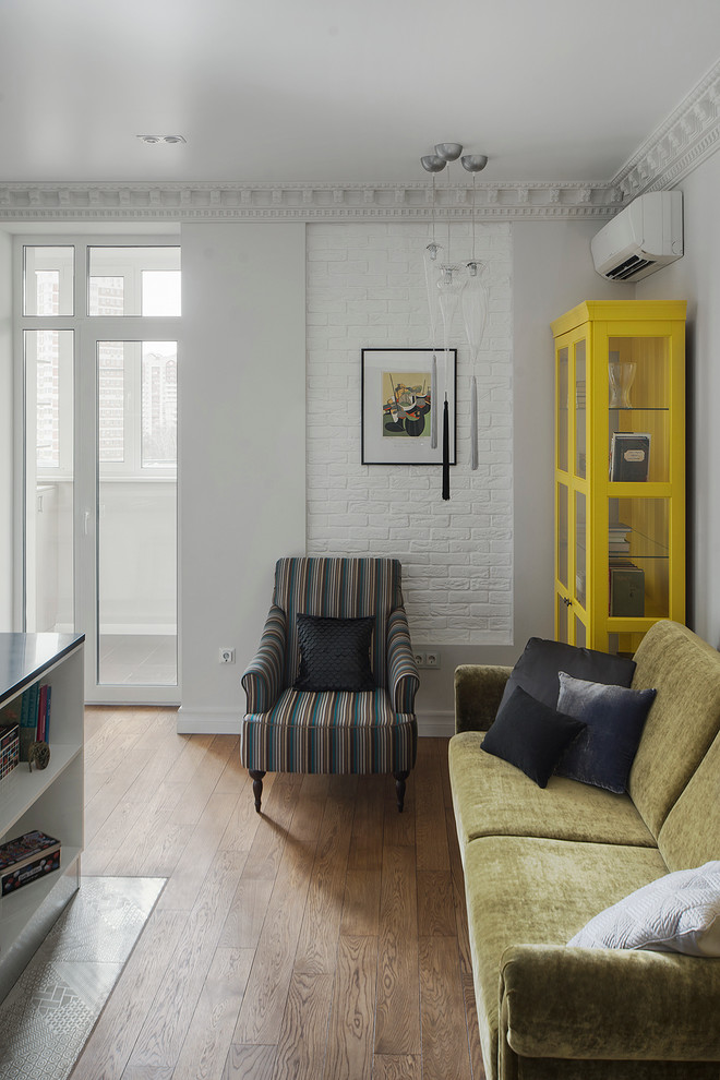 Eclectic medium tone wood floor living room photo in Moscow with white walls