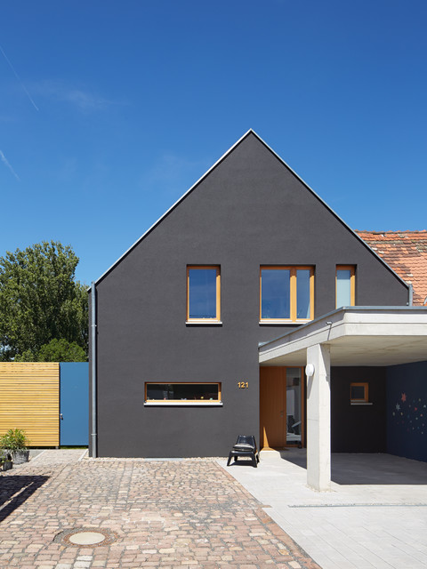 au enansicht mit carport contemporain fa ade berlin par architectoo. Black Bedroom Furniture Sets. Home Design Ideas