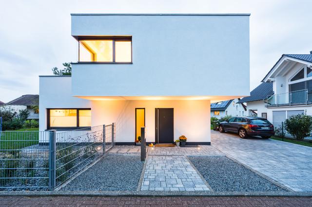 Moderne einfahrten einfamilienhaus  Balanced House - Einfamilienwohnhaus in Weinheim - Modern - Häuser ...