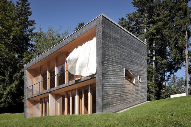 Bienenhus ansicht mit wehendem sonnenschutz for Haus minimalistisch