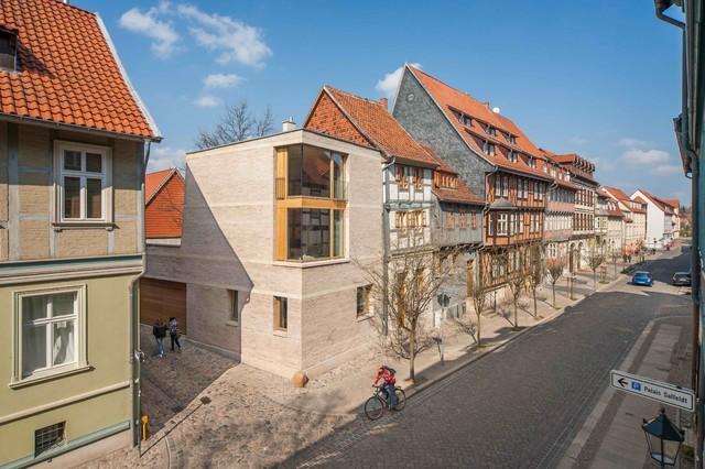 Architektur mittelalterfachwerk trifft 21 jahrhundert in for Fachwerk modern einrichten