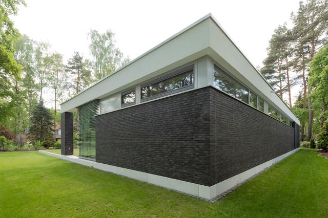 bungalow in potsdam modern haus fassade berlin von justus mayser architekt. Black Bedroom Furniture Sets. Home Design Ideas
