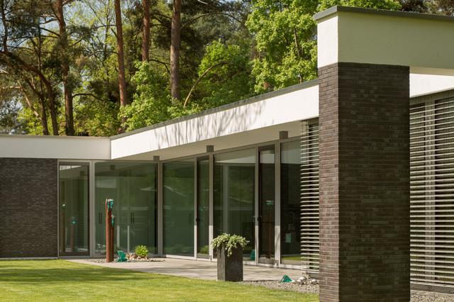 bungalow in potsdam modern h user berlin von justus mayser architekt. Black Bedroom Furniture Sets. Home Design Ideas