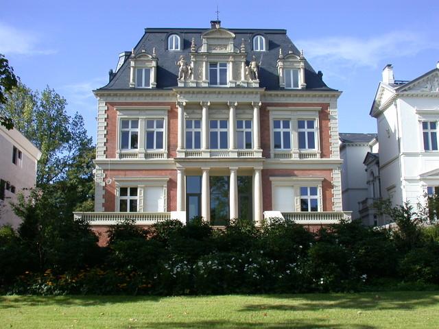Dachgeschossausbau Und Sanierung Umbau Einer Villa An Der